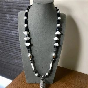 Jewelry - Black n White Beads Necklace